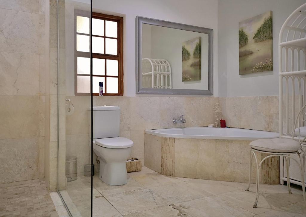 Family 2 Bedroom Suite Bathroom