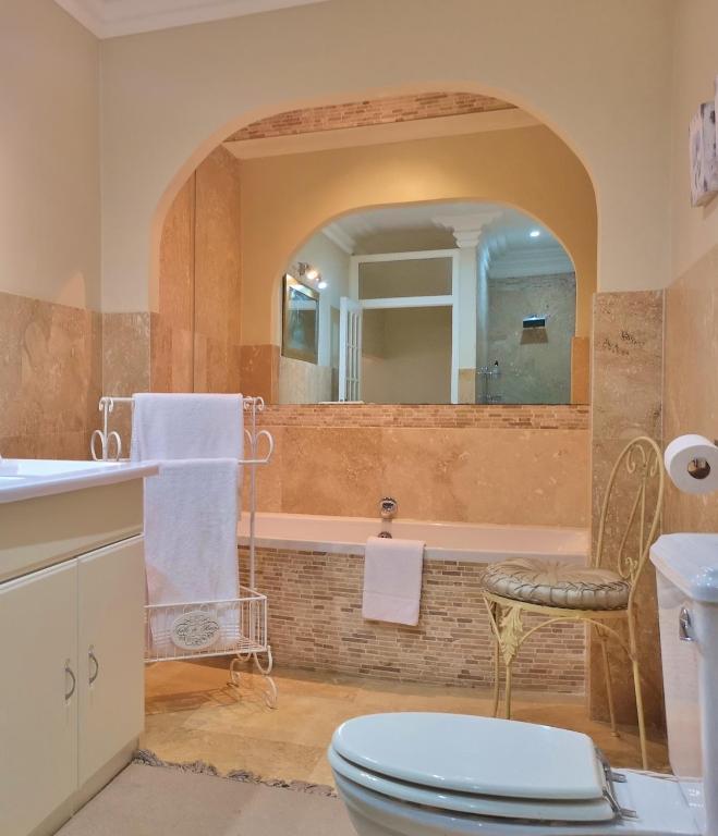 King Suite 1 Barn House Bathroom