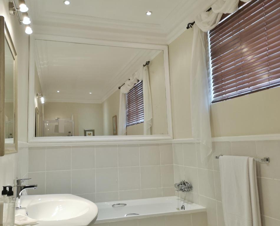 King Suite 2 Barn House Bathroom