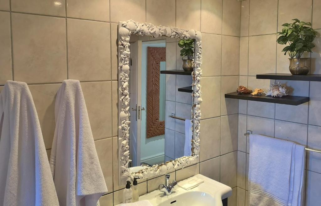 Owners Luxury Suite bathroom