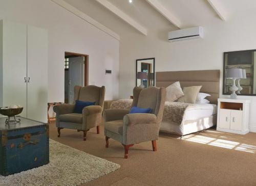 Champagne Superior Suite Lounge