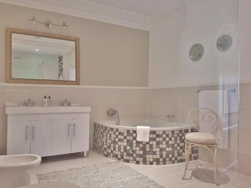 Mountain View Suite Bathroom