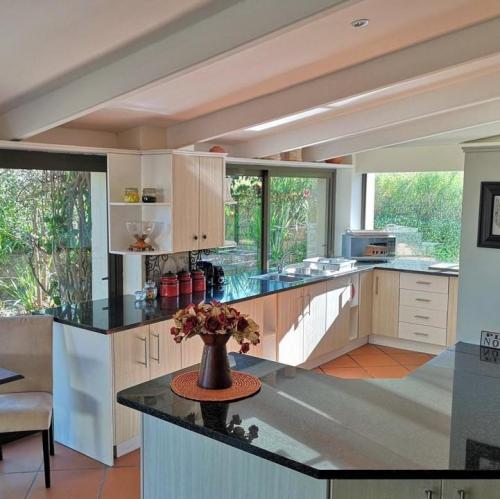 Val dOr Owners Cottage kitchen