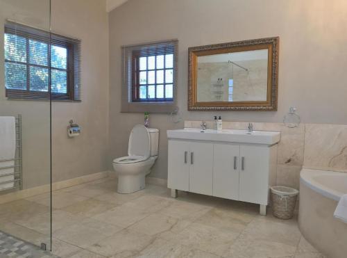 Champagne Superior Suite Bathroom