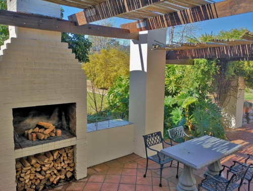 Luxury Self-Catering Cottage - Barn House - Braai facility