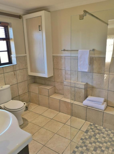 Val dOr Owners 3 Bedroom Cottage Bathroom 3